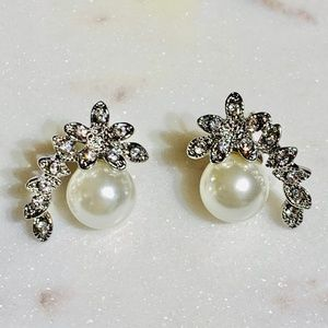 Jewelry - Silver Antique Pearl Floral Stud Earrings